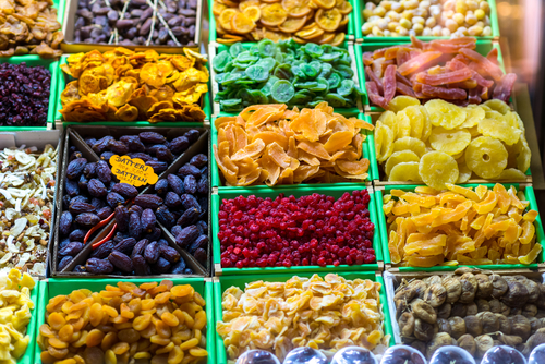 dried-fruit-healthy-office-snacks